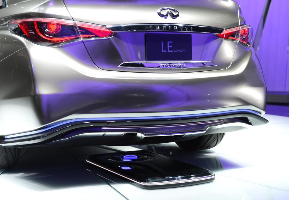 SAE的新电动汽车无线充电标准让电动车更容易上手