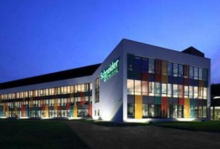 施耐德新一代绿色电气产品引爆进博会 推动电网数字化发展