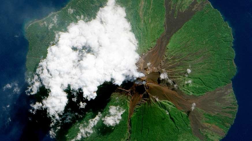 新改进的无人机,可以帮助监测火山并预测火山爆发