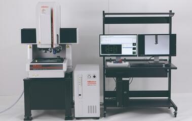 Mitutoyo MiScan视觉系统有一个微型扫描探针,可测量工件尺寸阵列