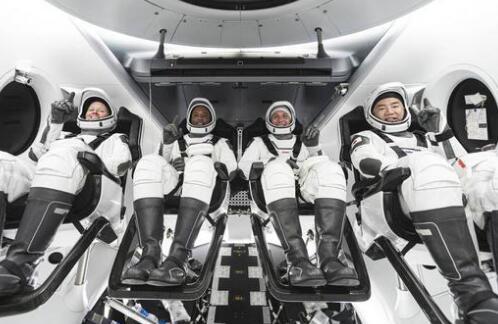 """SpaceX""""龙""""飞船成功发射 首次商业载人航空正式开张了"""