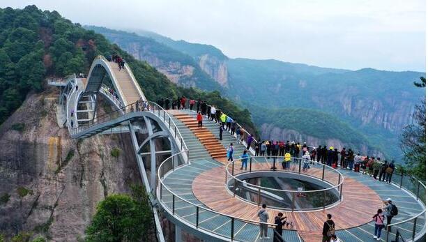 浙江台州神仙居的如意桥:横跨两山的吊桥,吸引全国游客打卡