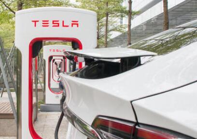 特斯拉最大超充站部署成功:56个充电桩,充电15分可跑250公里