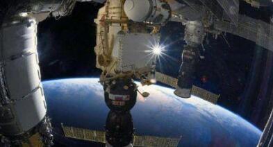 """国际空间站俄罗斯舱段漏气 宇航员为其打上""""补丁"""""""