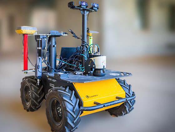 自主移动机器人对树叶进行取样并测量其需水量
