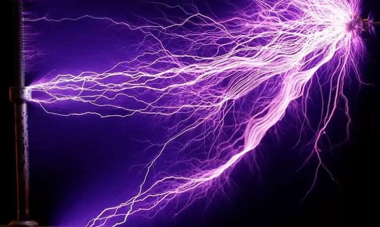 """?物理學家們制造了一種""""反激光""""裝置,可以在房間的另一頭給手機充電"""