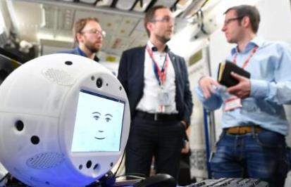 国际空间站服务机器人CIMON,能说、能听的AI助手