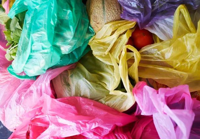 元旦起上海超市禁止提供塑料袋!付錢買也不行!