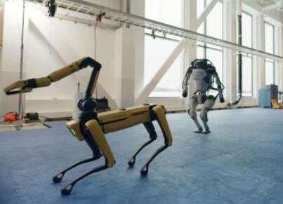 """波士顿动力机器人组团跳舞 今年最火""""男团""""出道"""