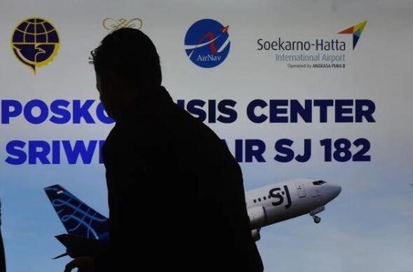 印尼一载62人客机坠毁 起飞后未按既定航向飞行