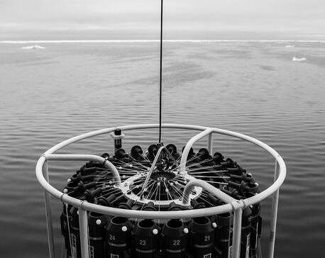 北极正在死亡:北极近表层海水92%微塑料来自合成纤维