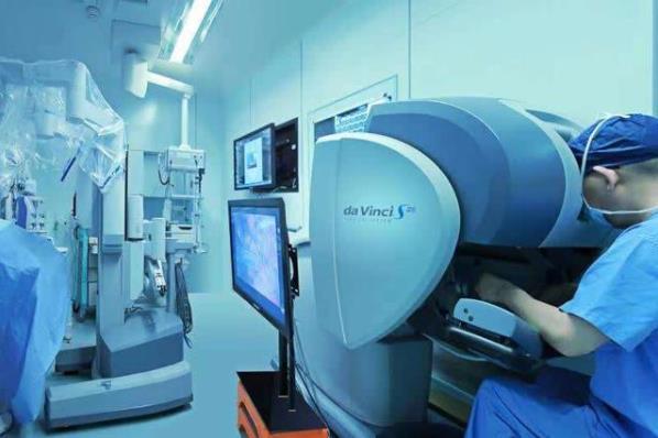 上海胸科医院成功完成中国首例国产单孔腔镜手术机器人肺叶切除动物试验