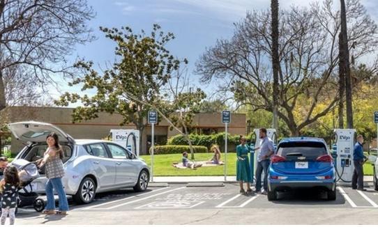 如何为公共电动汽车充电扩建提供合适的费率