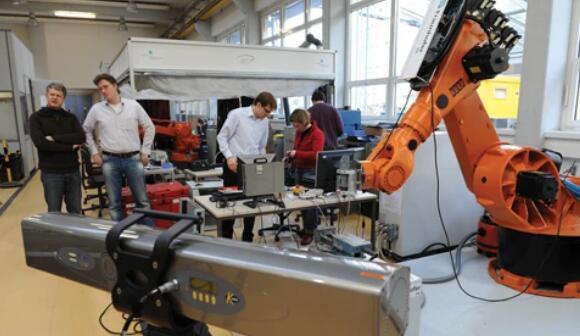 新型机器人可实现更高的经济价值:具有自适应跟踪系统