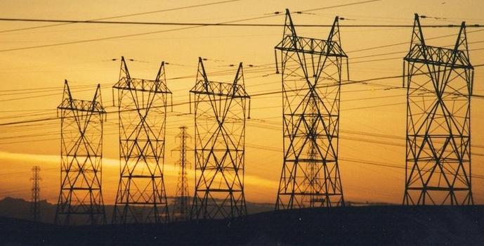 如何促进州际输电开发并减少风险