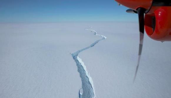 触目惊心!南极一面积比纽约还大的冰山断裂 发人深思