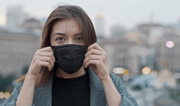 研究发现口罩与面部的贴合度在防病毒能力上比口罩材料更为重要