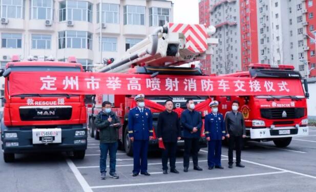 國內首臺國六巨型舉高類消防車成功交付 集水罐車、泡沫車、高噴車功能于一體