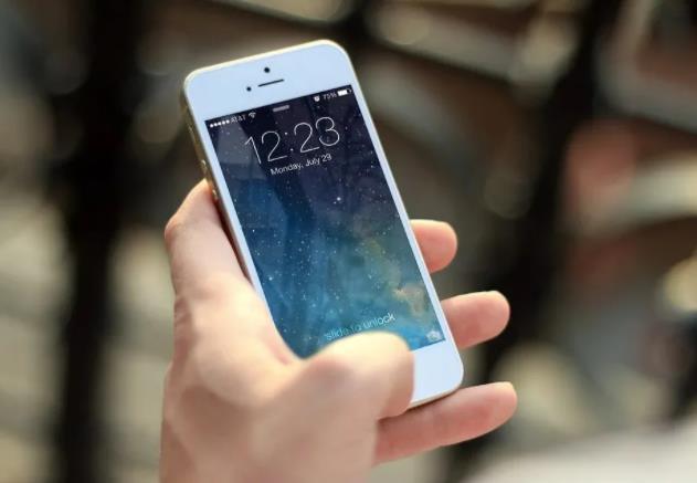 如何自測OLED手機屏幕效果?全球手機OLED格局競爭加劇