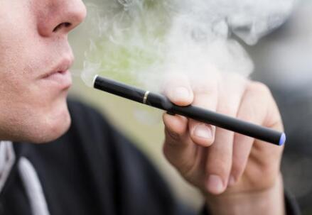两会代表建议禁止向未成年人销售电子烟 电子烟其实也会产生毒素