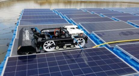 德国开发出可用于浮动式光伏电站电池片清洁的机器人