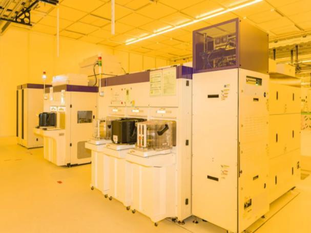 博世首批硅晶圆从全自动化生产线下线!德累斯顿晶圆厂主攻车用芯片制造