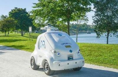 """""""机器人快递员""""出现在新加坡街头,可为居民运送食品及杂物"""
