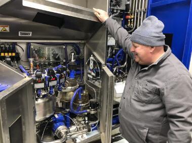挤奶机器人系统的最佳饲喂方案,奶牛排队来挤奶