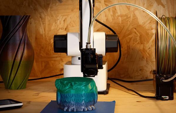 能自行3D打印的机器人手臂了解下,只有你想不到,没有它做不到的