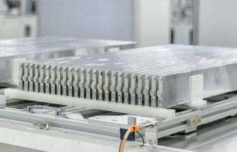 宁德时代和比亚迪电池集成技术横向对比分析