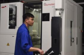 Bumotec机床:一次操作可加工500种不同的微创和耳鼻喉科器械