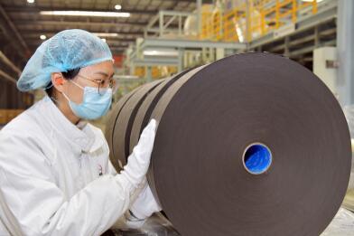 中国石化首次生产出高效低阻有色系列熔喷布