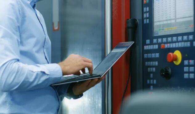 可将复杂的测量信息减少为逐步的机器调整工具来了