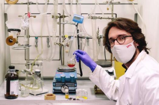 EPFL成功开发新型增敏剂 可提高染料敏化太阳能电池的电池效率