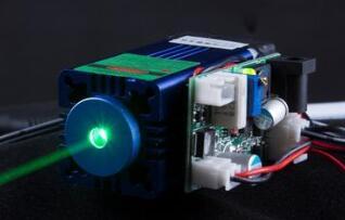 突破!斯坦福研发出一种基于硅纤维结构的自冷激光器