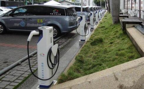 我国拥有充电桩基础设施175.8万台 充电桩数量超过1万台的达到10家