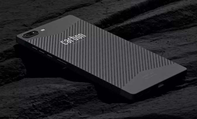 世界上第一部碳纤维智能手机来了!比一袋薯片还轻