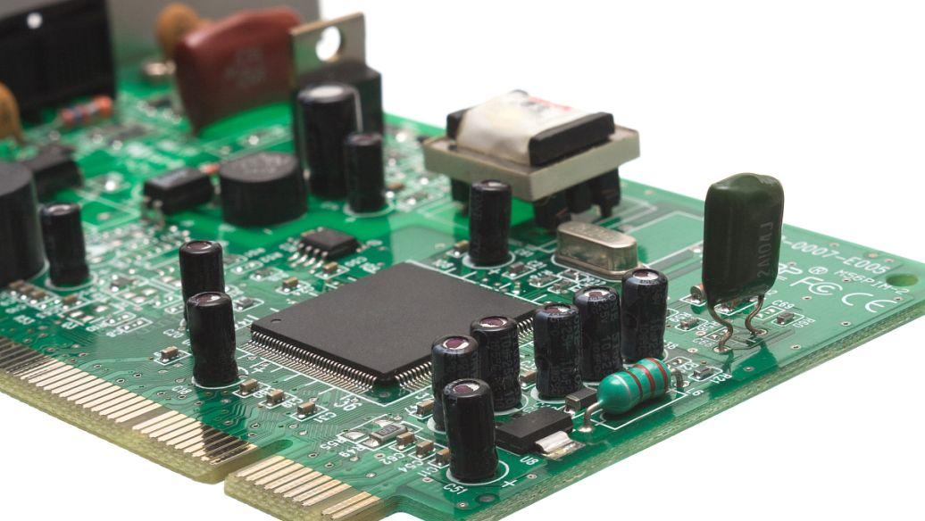 集成电源模块和分立式降压开关稳压器的优势是什么?