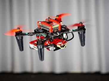 使用车载摄像机信号,让四螺旋桨无人机在没有GPS下稳定飞行