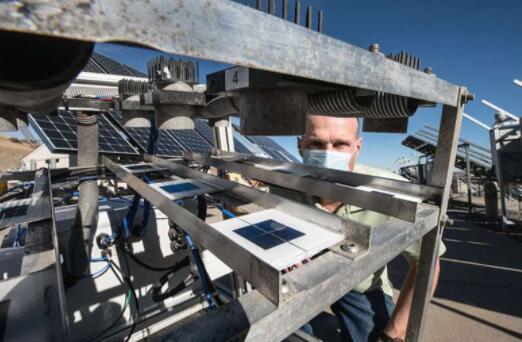 NREL实验室正在研发污垢预测模型 帮助解决太阳能电池面板污垢去除难题