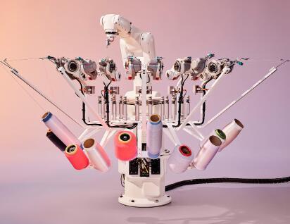 阿迪达斯利用机器人制造的3D打印跑鞋,最早将于今年面世