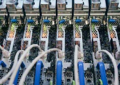 微软开发为数据中心服务器降温的新方法,竟是用液体冷却法