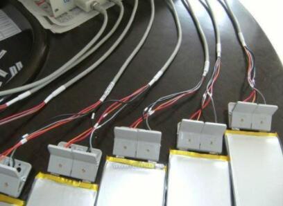 电池充放电测试十分消耗能源 平衡电池测试期间的电源使用是有必要的吗?