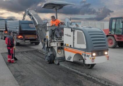 清除路面路基和混凝土并实现回收的好帮手:冷铣刨机