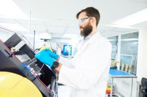 美国正在部署试验锌空气电池和液流电池储能性能 推动能源转型