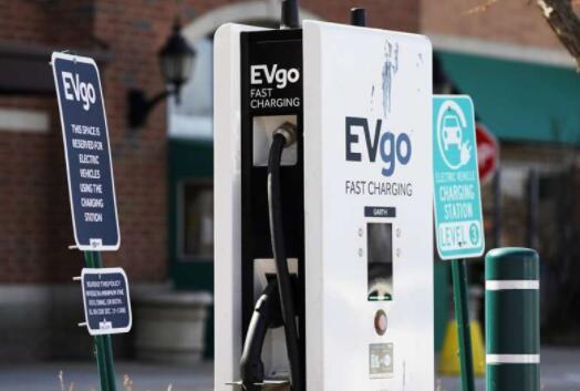 调查显示电动汽车充电站的缺乏可能会阻碍欧盟减排目标的完成