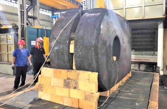 填补国际空白!上海企业开创出大型船用低速柴油机曲拐锻件全模锻工艺