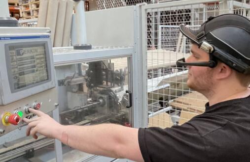 智能眼镜为中小企业计划快速实现数字化生产车间
