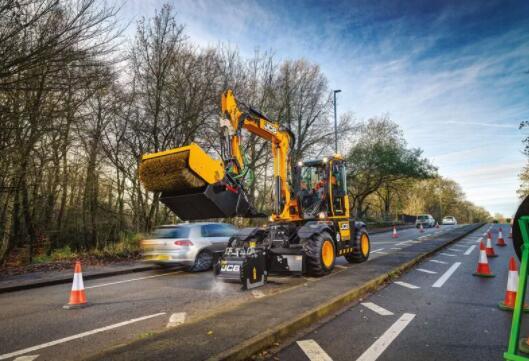 JCB推出道路凹坑维护设备 修补凹坑速度较传统方法快4倍
