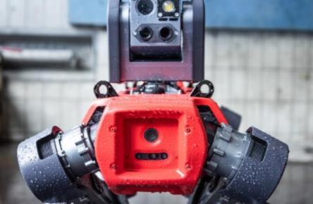 新型的全自动四足机器人,与分析软件结合,可进行全地形端到端检验